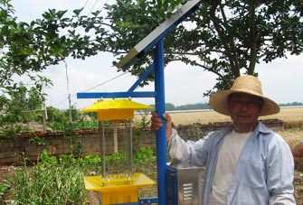 Solar-powered insecticidal lamp for farmers